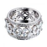 çiçek detaylı nişan yüzüğü modeli