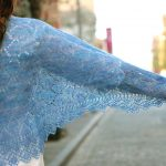 açık mavi desenli örgü şal modeli