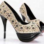 bej taşlı ayakkabı modeli
