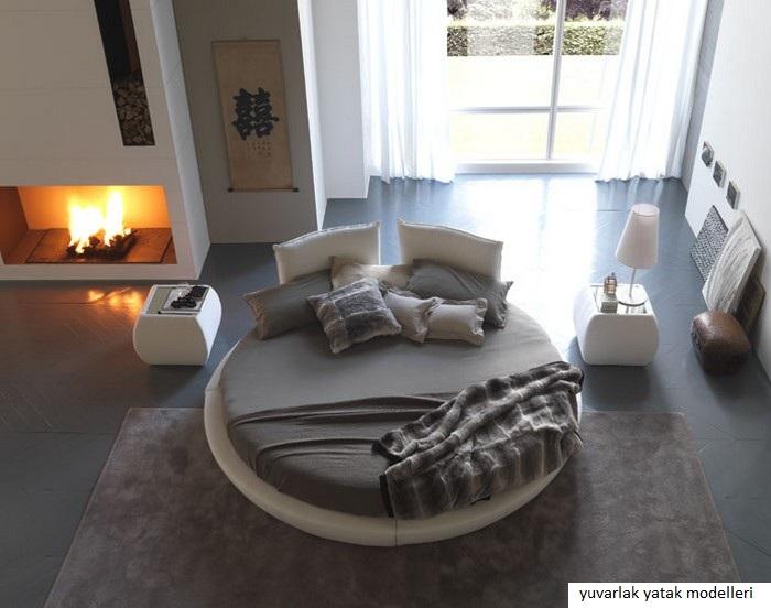 Lit rond  au cœur dune chambre au design original