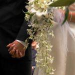 beyaz büyük ve uzun şık bir demet gelin çiçeği