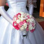beyaz pembe çiçekli gelin buketi