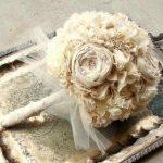 ekru kumaşlarla yapılmış inci detaylı gelin çiçeği