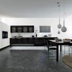 geniş mekanlar için siyah beyaz mutfak dolabı