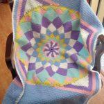 geometrik şekilli bebek battaniyesi