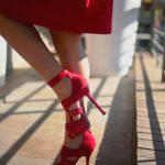 Ayakkabıda Kırmızı Şıklığı