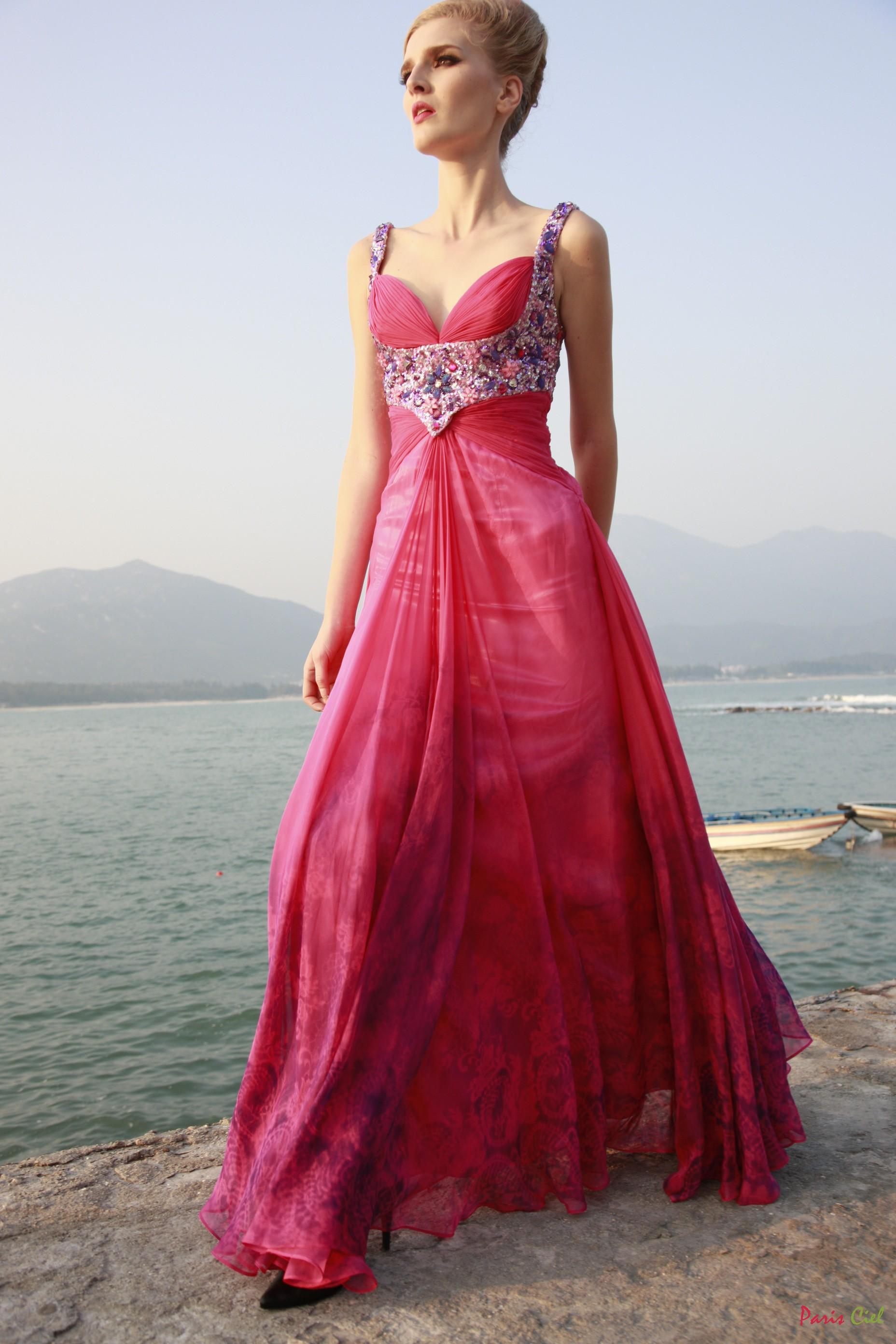 4dda4c10e57a3 kırmızı taş işlemeli vakko abiye modeli – moda bayan giyim kadın ...