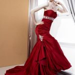 kırmızı taş işlemeli Trend elbise modeli