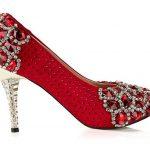 kırmızı topuğu ve bornu taşlı ayakkabı modelleri