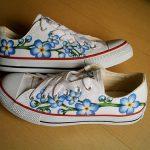 mavi çiçek desenli converse