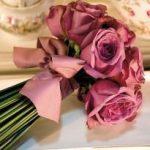 pembe güllerle yapılmış gelin çiçeği