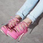 pembe paltform topuklu bağcıklı ayakkabı