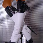 siyah beyaz topuklu çizme modeli