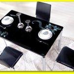 siyah desenli mutfal masası