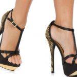 siyah platform topuklu bilekten bağlamalı arkası altın renkli zımbalı ayakkabı