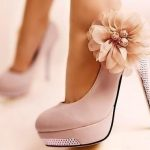 yandan çiçek detaylı pudra renkli platform ayakkabı modeli
