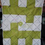 yeşil beyaz örgü bebek battaniyesi