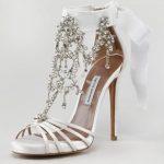 aksesuarlı beyaz ayakkabı moeli