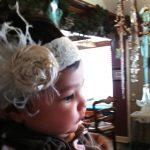 bej çiçekli incili saç bandı