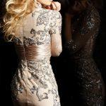 bej işlemeli gece elbisesi modeli