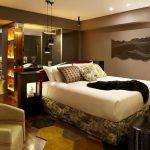 bej kahve ahşap yatak odası modeli