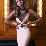 beyaz çapraz bantı gece elbisesi modeli
