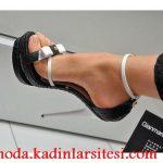 beyaz fiyonklu siyah ayakkabı modeli