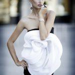beyaz gül detaylı mini gece elbisesi modeli