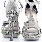 beyaz taşlı topuk ayakkabı modeli