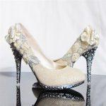 ekru siyah tabanlı gelinlik ayakkabı modeli yeni