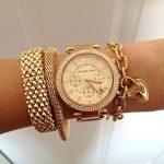 gold renkli taşlı bileklik ve saat modeli