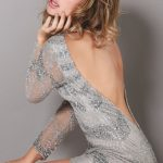 gri dekoltesli gece elbisesi modeli