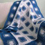 mavi beyaz örgü el işi bebek battaniyesi örneği