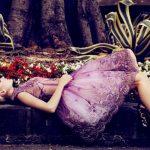 mor işlemeli gece elbisesi