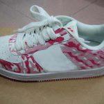 pembe beyaz kamuflaj bayan spor ayakkabı modeli