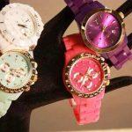 plastik kordonlu renkli saatler
