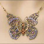 renkli taşlı kelebek modeli kolye ucu trend
