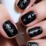 siyah benekli tırnak süsleme modeli