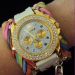 yuvarlak taş deyalı renkli deri kayışlı bayan saat