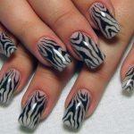 zebra desenli tırnak modeli