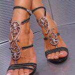 şık aksesuarlı ayakkabı modeli