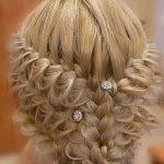 aksesuarlı saç modeli