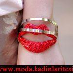 kırmızı dudak figürlü bilezik modeli