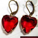 kırmızı kalp küpe modeli
