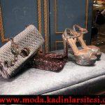 krem çanta ve simli ayakkabı modeli