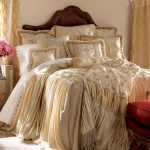 krem ruffle yatak örtüsü modeli