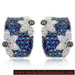 mavi taşlı çiçek figürlü pırlanta küpe modeli