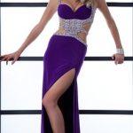 mor askılı bacak dekolteli düğünde giyilebilecek bayan elbise modelleri