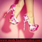pembe çiçek figürlü ayakkabı modeli
