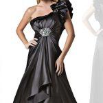 saten siyah kadın kıyafetleri modası